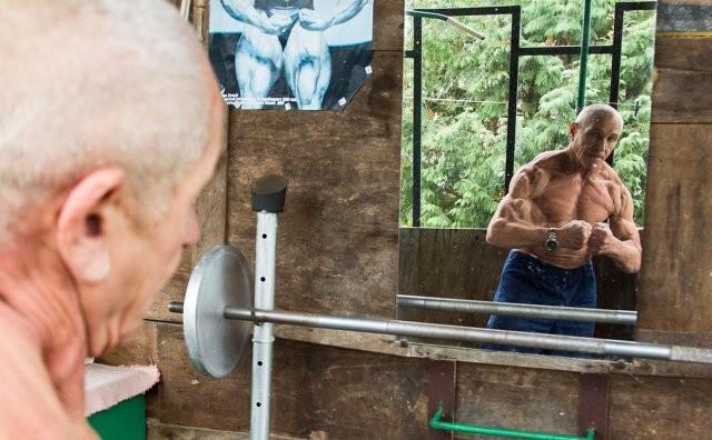Виктор Фросинский - 70-летний бодибилдер из Пинска (7 фото)