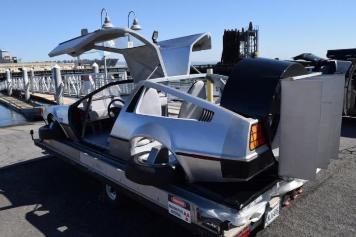 Судно на воздушной подушке, выглядит, как DeLorean DMC-12 (24 фото)
