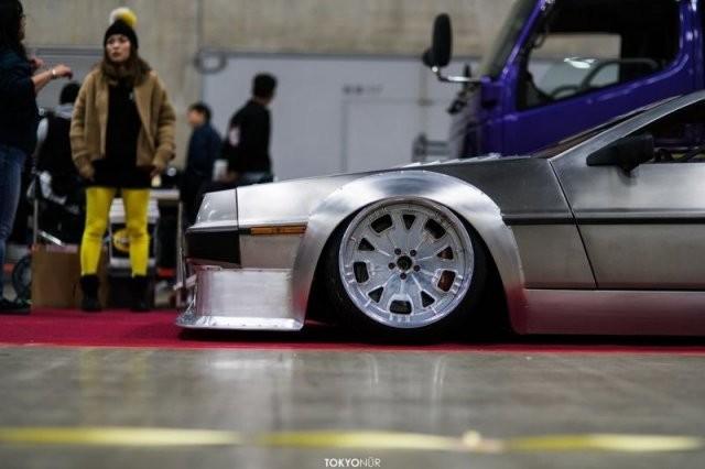 Широкий и низкий DeLorean DMC-12 (10 фото)
