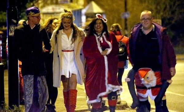 Как британская молодежь начала отмечать Рождество (26 фото)