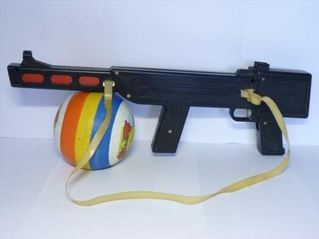 Серьезные игрушки времен СССР (40 фото)