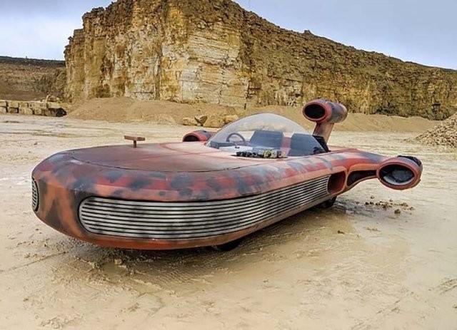 Парень собрал реальную версию транспортного средства из Звездных войн