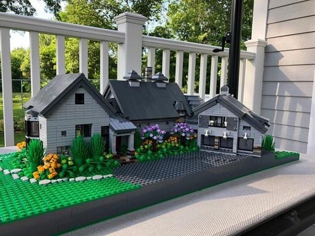Дизайнер делает потрясающие дома из LEGO (20 фото)