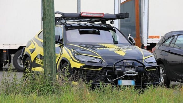 Lamborghini Urus превратили в машину для спасателей (8 фото)