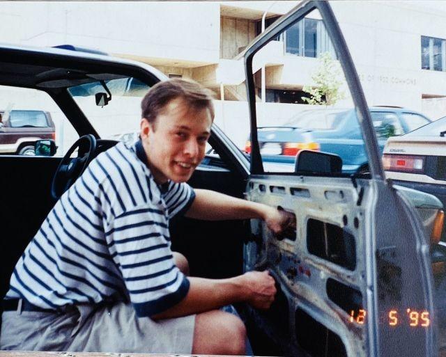 Мама Илона Маска опубликовала фотографию сына до того, как он возглавил Теslа (7 фото)