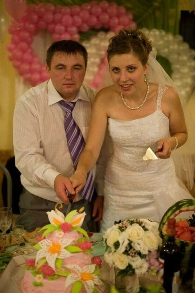 Свадебные фотографии, которые точно не попадут в альбом (20 фото)