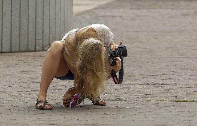 Девушки-фотографы пытаются сделать удачный кадр (19 фото)