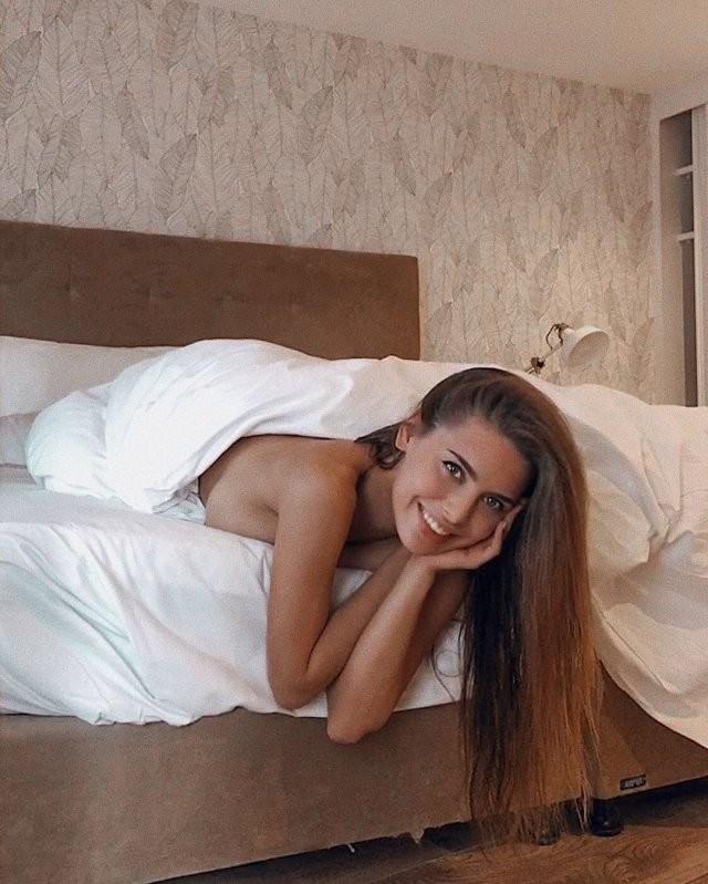 Эту девушку называют «самой сексуальной училкой» России (10 фото)