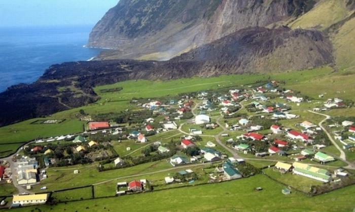 Изолированные места, где постоянно проживают люди (10 фото)