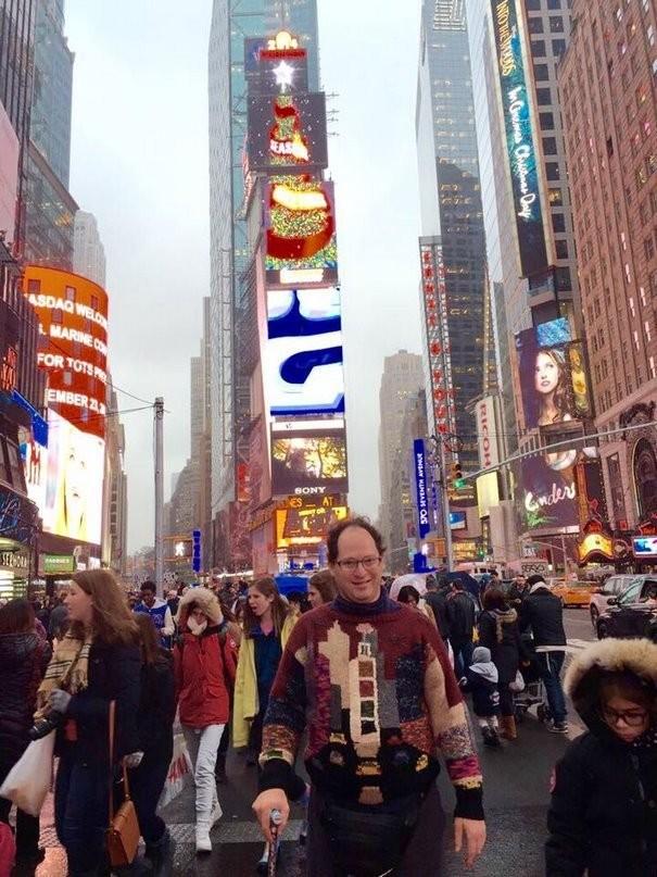 Американец создает оригинальные свитера для путешествий (12 фото)