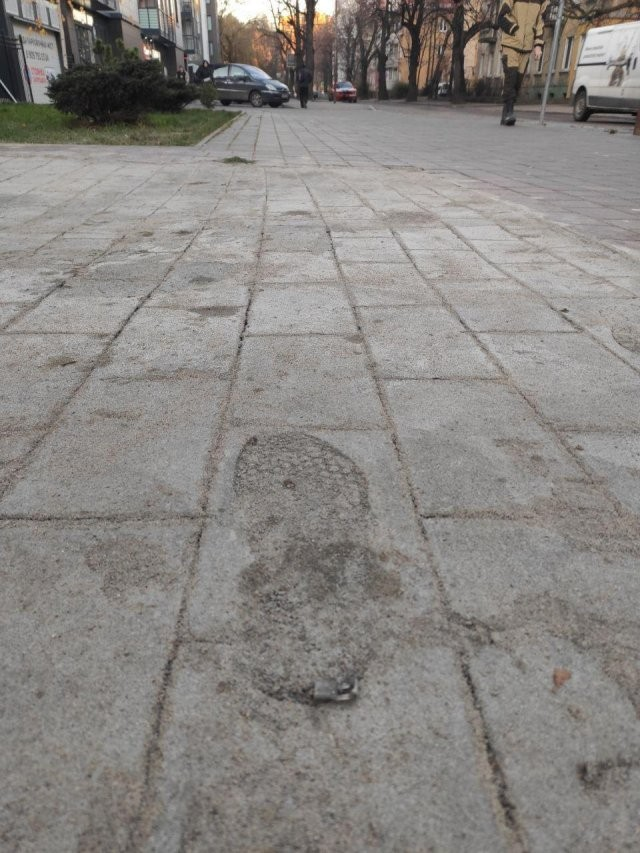 В Калининграде нашли инновационный способ укладки плитки (3 фото)