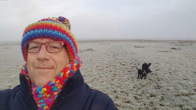 Британец гулял с собаками на пляже и случайно сделал открытие (8 фото)