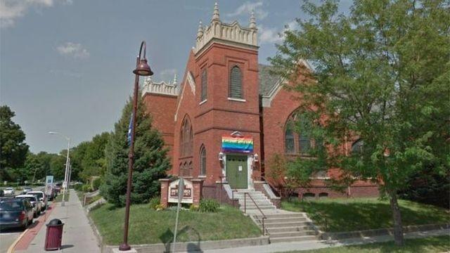 Американца приговорили к заключению за поджог ЛГБТ-флага (2 фото)
