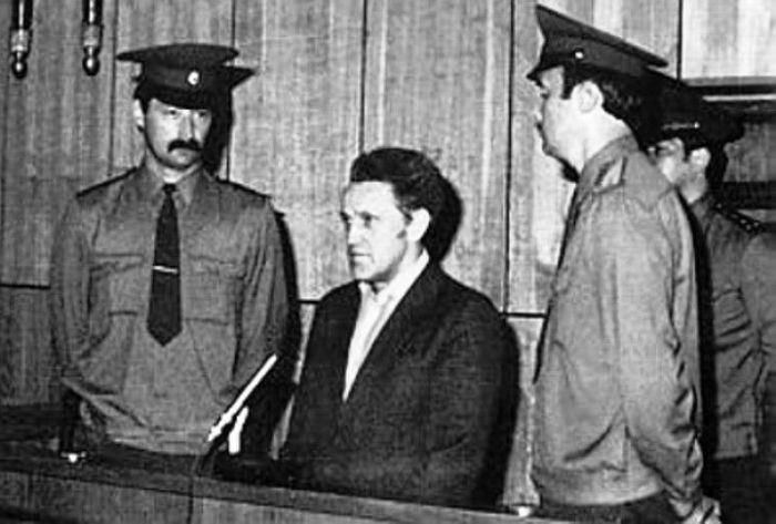 История сотрудника советского НИИ, который стал шпионом (9 фото)