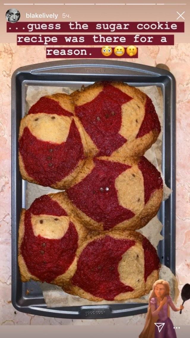 Актриса Блейк Лайвли приготовила рождественское печенье (5 фото)