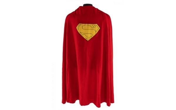 Плащ Супермена был продан с аукциона за 193.750$ (2 фото)