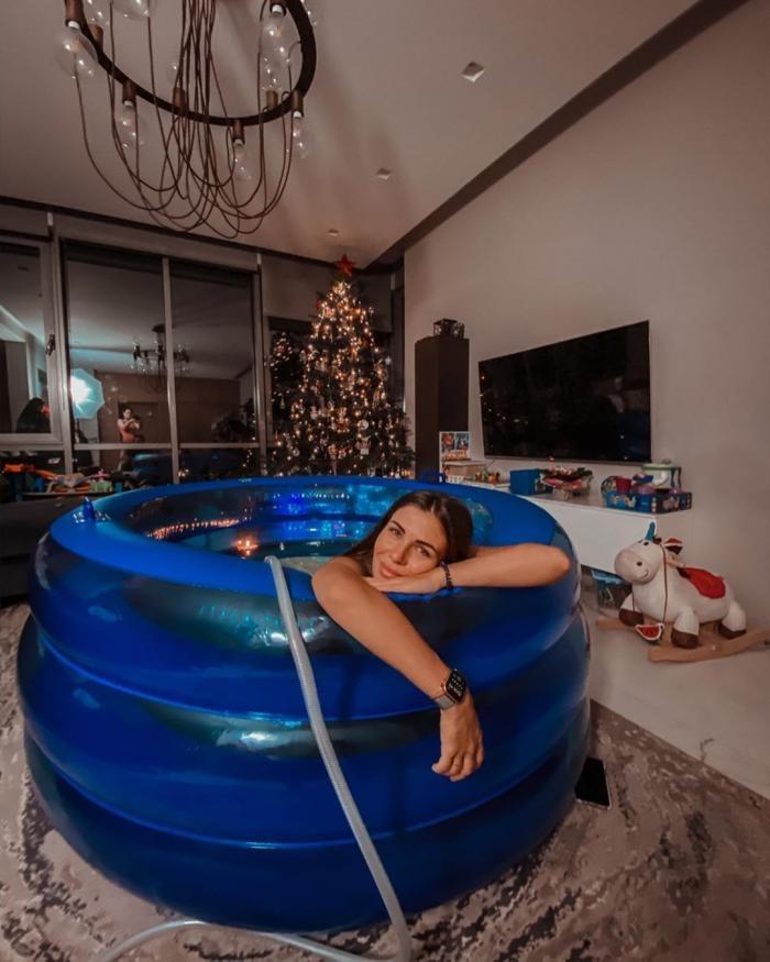 Блогер София Стужук сняла на камеру собственные роды в воде (4 фото)