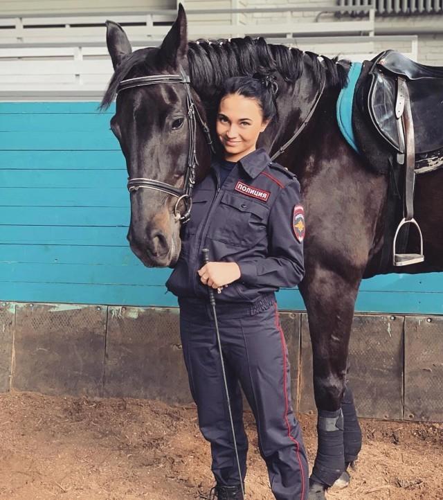Татьяна Зима - очаровательная экс-сотрудница конной полиции (15 фото)