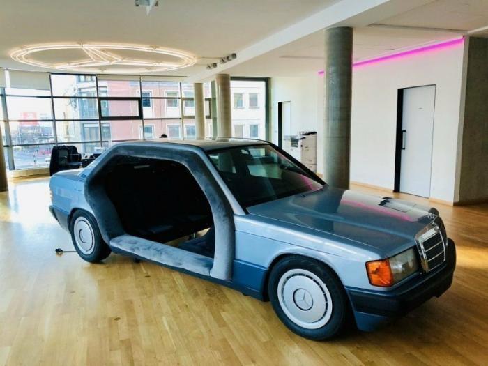 Mercedes из 80-х превратили в крутую комнату для переговоров (4 фото)