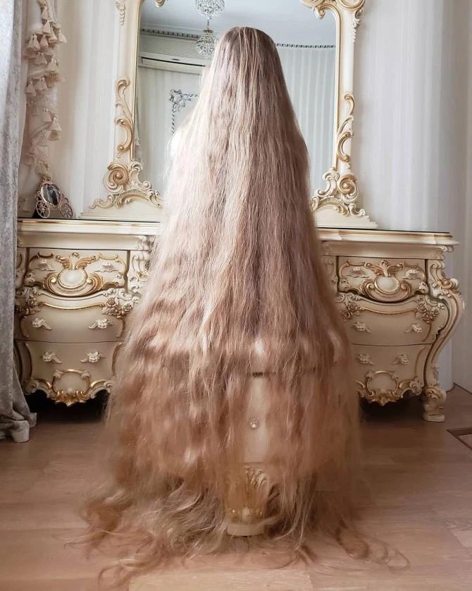 Украинская Рапунцель отрастила волосы длиной 1,8 метра (12 фото)