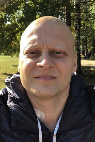 Умер врач-онколог, который боролся с болезнью и вел блог (3 фото)