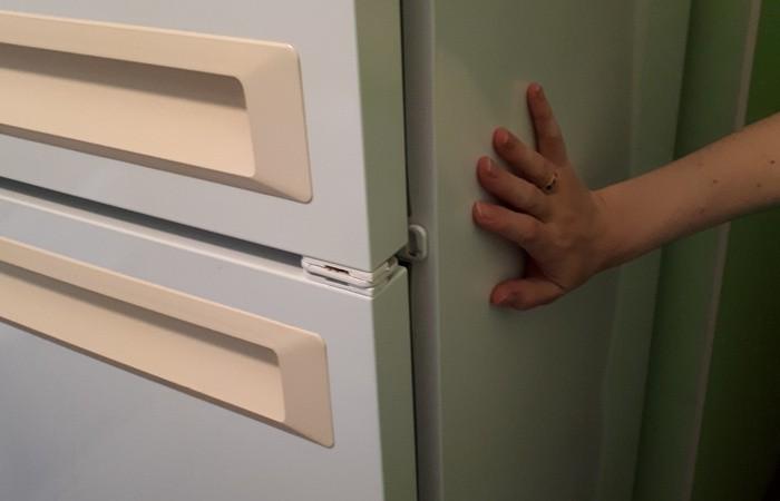 Что делать, если холодильник греется по бокам (5 фото)