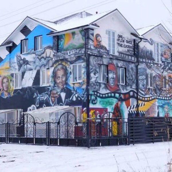 Саша Петров из фильма «Текст» открыл отель в родном городе (10 фото)