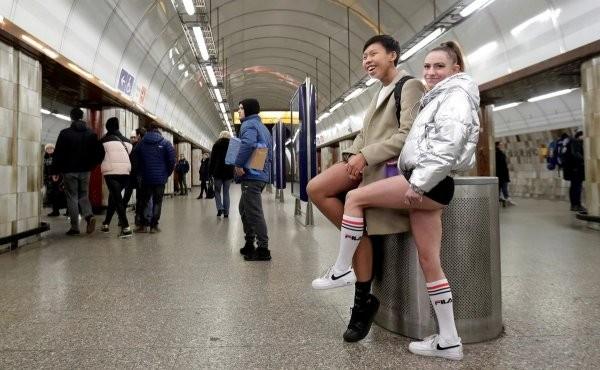 """""""В метро без штанов 2020"""" - масштабный международный флешмоб (30 фото)"""