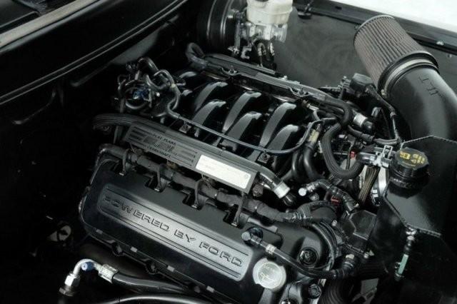 Ford 1956 в который установили двигатель от Mustang (11 фото)