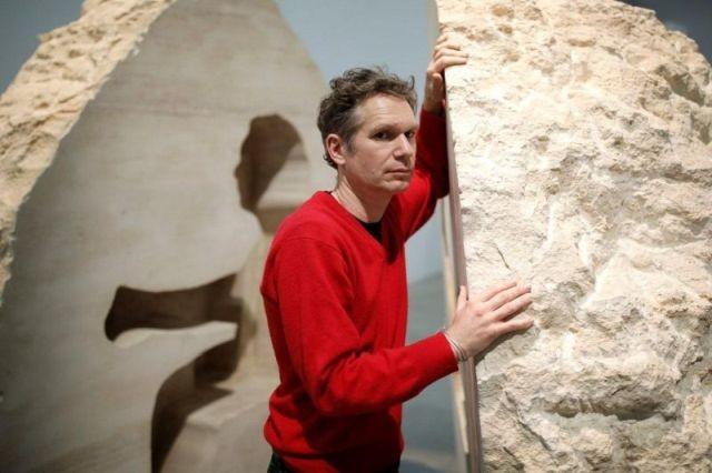 Художник Абрахам Пуаншеваль замурует себя в камне (9 фото)