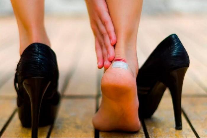 Простой способ растянуть обувь при помощи воды (5 фото)