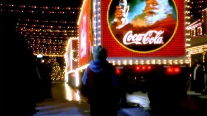 Праздник к нам приходит: откуда взялись те самые грузовики из рекламы (9 фото)