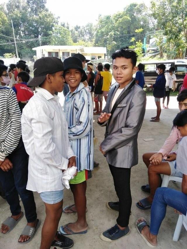 Филиппинцы не растеряли чувство юмора после вулкана (20 фото)