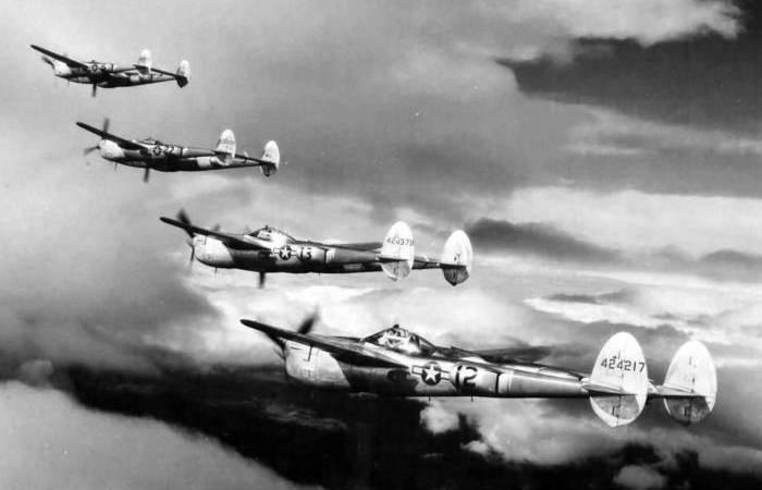 Воздушный бой русских и американцев в 1944 (4 фото)