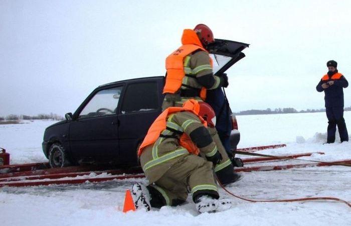 Лед какой толщины выдерживает автомобиль? (6 фото)