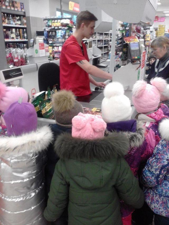 В Ржеве детям устроили очень странную экскурсию (7 фото)