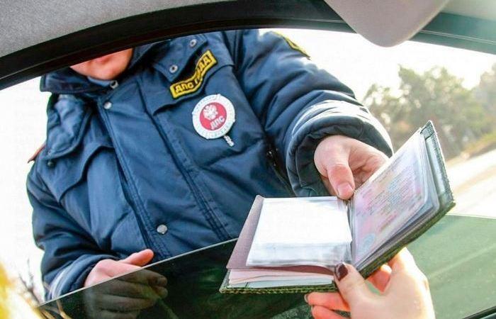 Что делать, если инспектор ДПС долго не возвращает документы (5 фото)