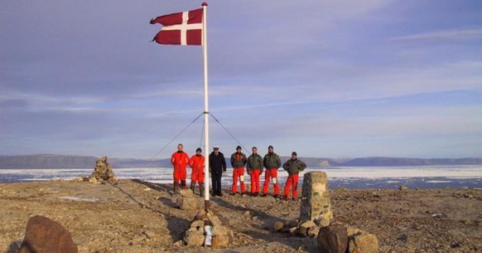 Самая интеллигентная война между Канадой и Данией за остров (6 фото)