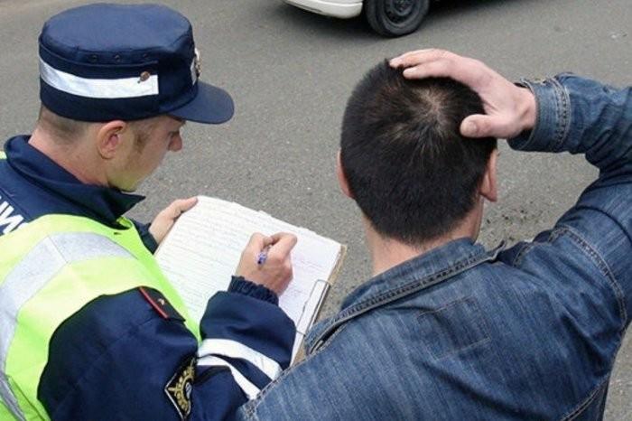 Обязан ли водитель следовать в машину инспектора ДПС (5 фото)