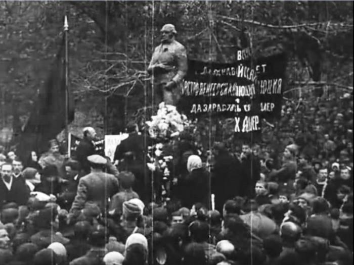 Как большевики воевали с памятниками (5 фото)