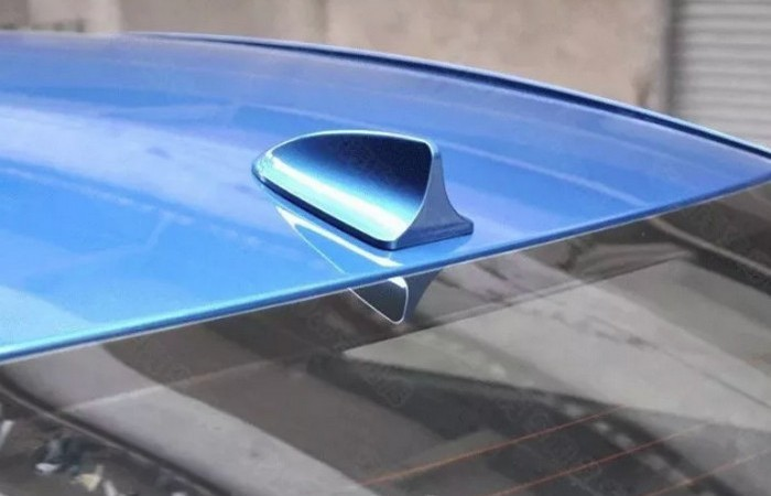 Для чего нужен «плавник» на крыше автомобилей (5 фото)