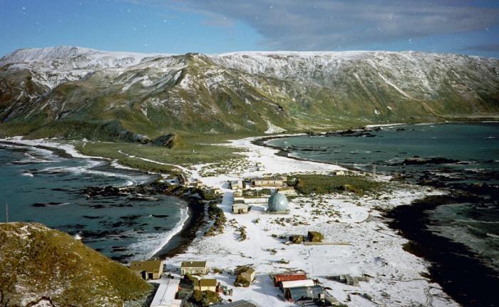 Острова, на которые почти невозможно добраться (7 фото)