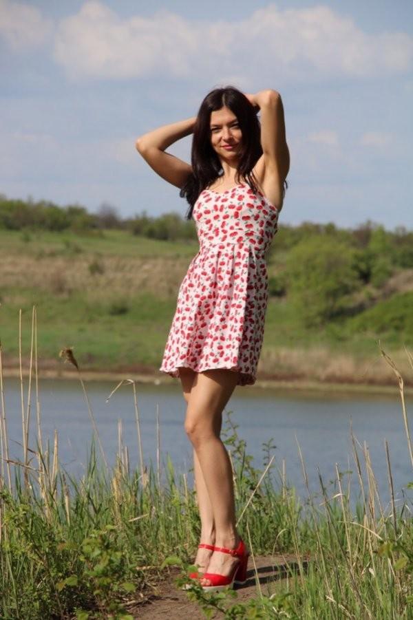 Красивые девушки в лугах (48 фото)