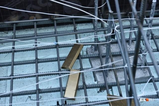При закладке фундамента в котлован забросили золотые слитки (3 фото)