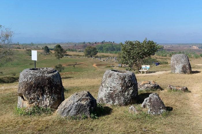 «Долина каменных кувшинов» в Лаосе (8 фото)