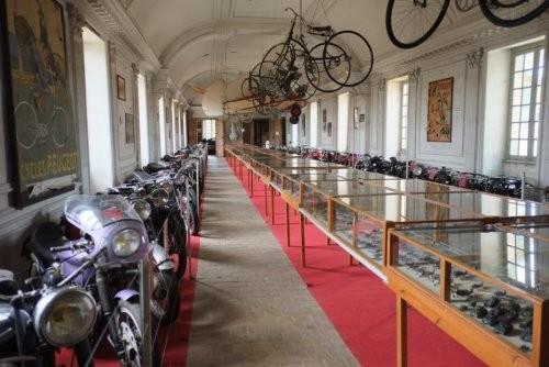 Крупнейшая в мире коллекция истребителей (14 фото)