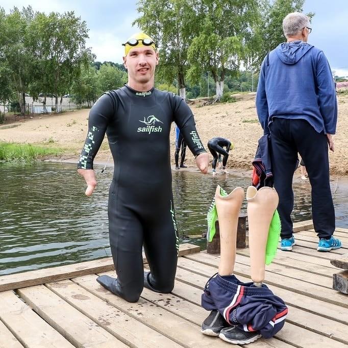 Паратриатлонист Михаил Асташов устроился курьером (8 фото)