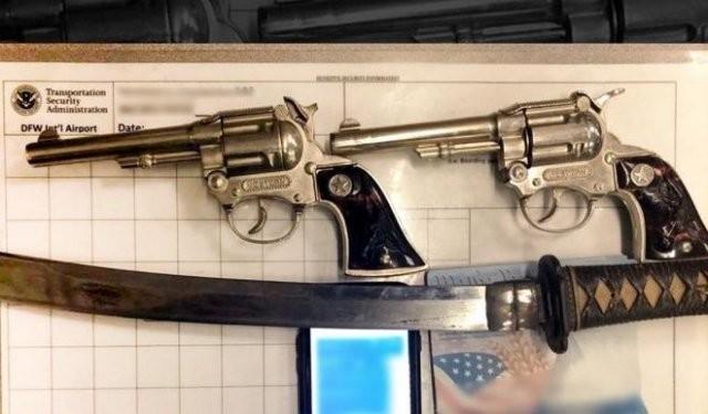 Транспортная полиция США показала предметы, конфискованные (15 фото)