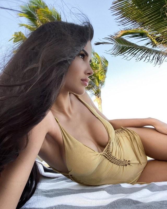 СМИ назвали гонорар Яны Орфеевой - самой дорогой эскортницы (10 фото)