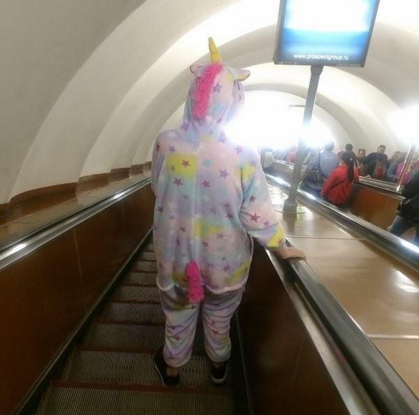 Модные персонажи из метрополитена (25 фото)